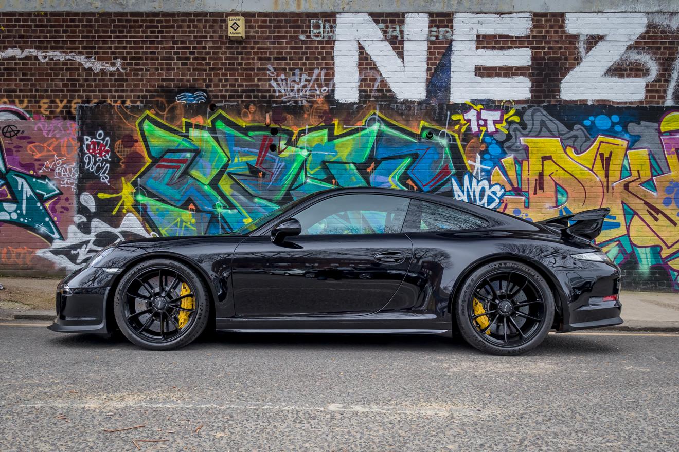 Black Porsche 991 GT3