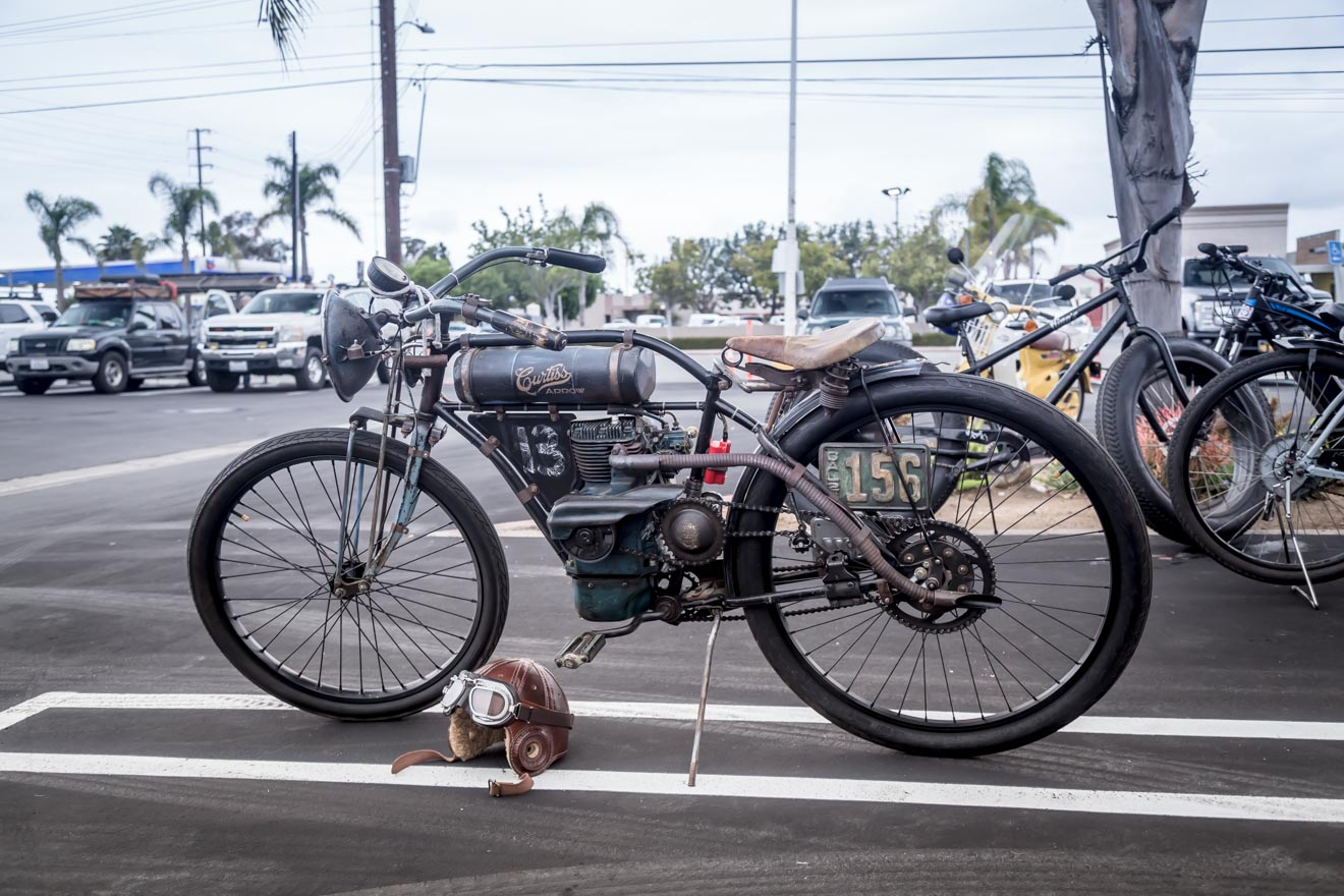 Vintage motor cycle at Donut Derelicts